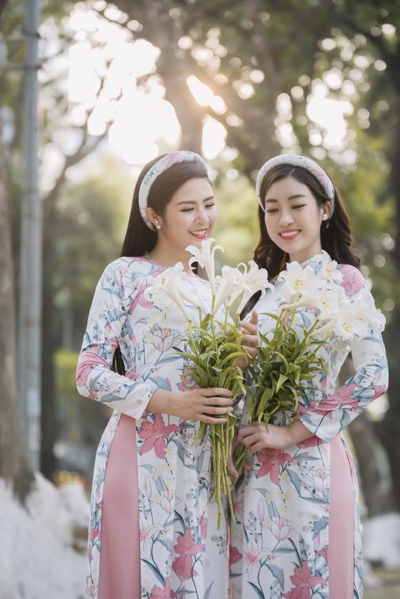 Ngọc Hân và Mỹ Linh như chị em sinh đôi trong bộ ảnh áo dài - Ảnh 4.