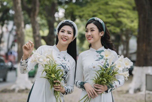 Ngọc Hân và Mỹ Linh như chị em sinh đôi trong bộ ảnh áo dài - Ảnh 8.