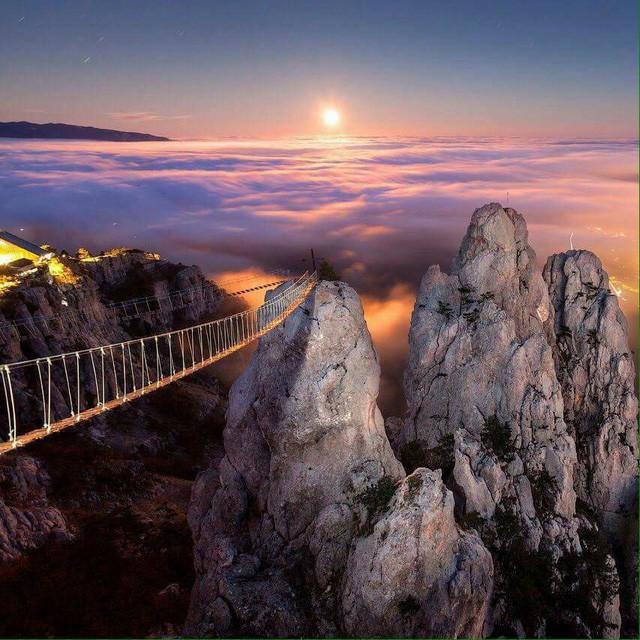 Thót tim dò từng bước trên cây cầu dẫn tới địa ngục - ảnh 4