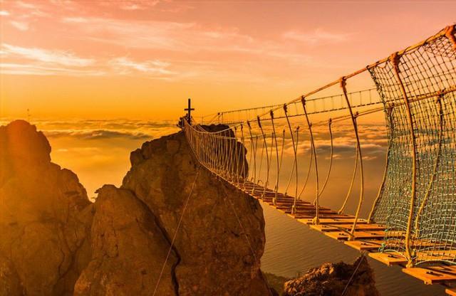 Thót tim dò từng bước trên cây cầu dẫn tới địa ngục - ảnh 5