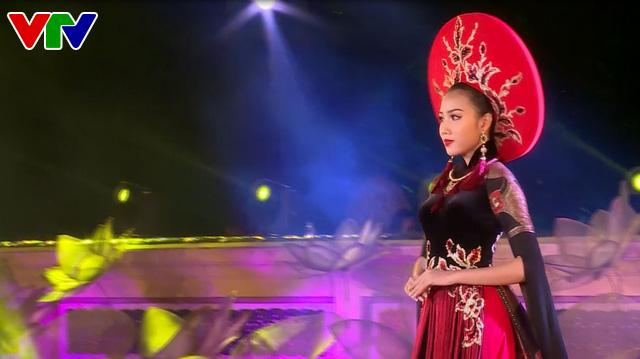 Festival Huế 2018: Lễ hội áo dài tôn vinh Quốc phục Việt Nam - Ảnh 1.