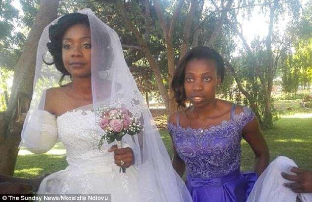 Cặp đôi Zimbabwe làm đám cưới sau khi cá sấu cắn lìa cánh tay cô dâu - Ảnh 1.