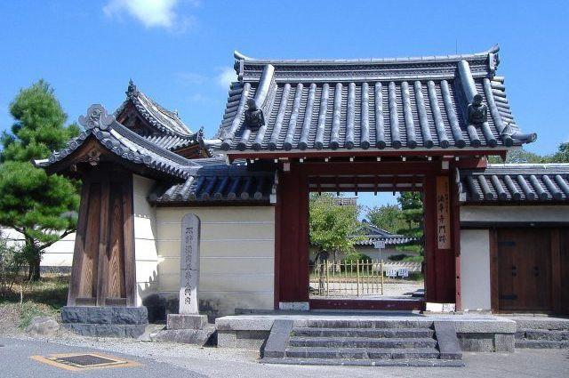 Bất ngờ phát hiện cả kho tàng cổ vật nằm bên trong pho tượng Phật 700 năm tuổi - Ảnh 1.