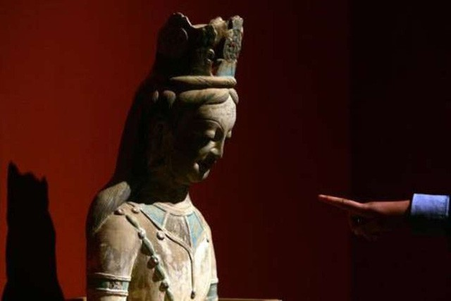Bất ngờ phát hiện cả kho tàng cổ vật nằm bên trong pho tượng Phật 700 năm tuổi - Ảnh 2.