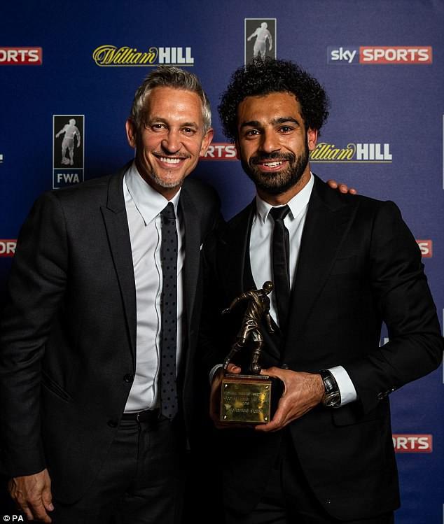 """Salah """"chạy sô"""" nhận liền 3 danh hiệu trong một buổi tối - Ảnh 2."""