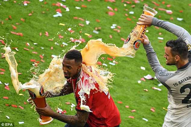 Ảnh: Bayern Munich ăn mừng chức vô địch Bundesliga 2017/18 - Ảnh 6.