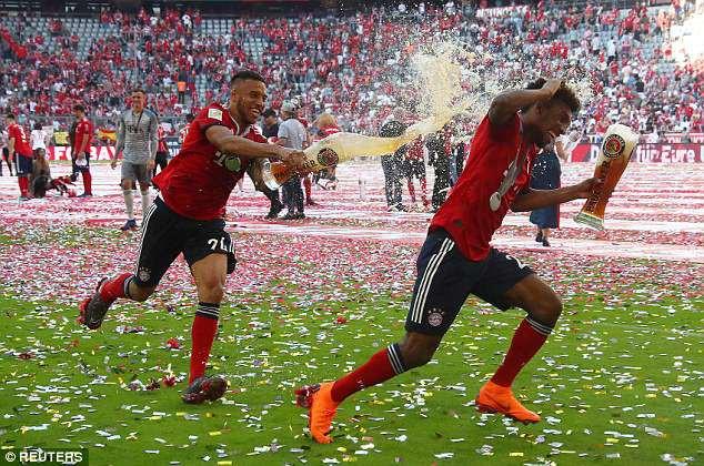Ảnh: Bayern Munich ăn mừng chức vô địch Bundesliga 2017/18 - Ảnh 7.