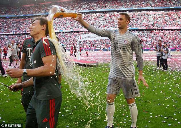 Ảnh: Bayern Munich ăn mừng chức vô địch Bundesliga 2017/18 - Ảnh 8.
