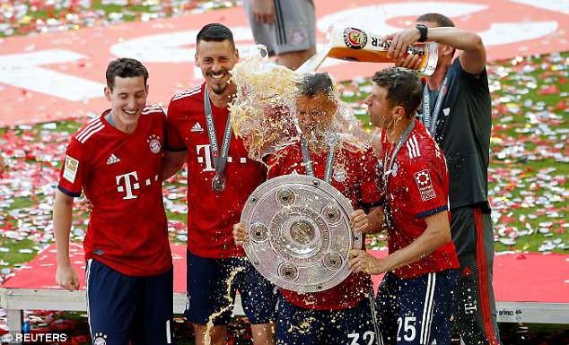 Ảnh: Bayern Munich ăn mừng chức vô địch Bundesliga 2017/18 - Ảnh 11.