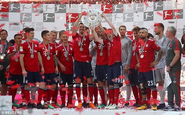 Ảnh: Bayern Munich ăn mừng chức vô địch Bundesliga 2017/18 - Ảnh 13.