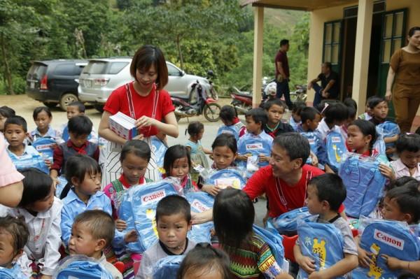 Bàn giao hai điểm trường tại Yên Bái, Quảng Bình - Ảnh 1.