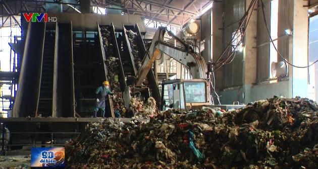 Nhiều thách thức trong xử lý rác thải sinh hoạt - Ảnh 1.