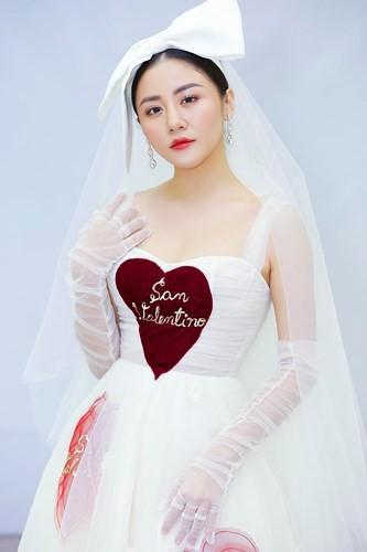 Văn Mai Hương mặc váy cưới, hóa cô dâu xinh đẹp trên truyền hình - Ảnh 3.