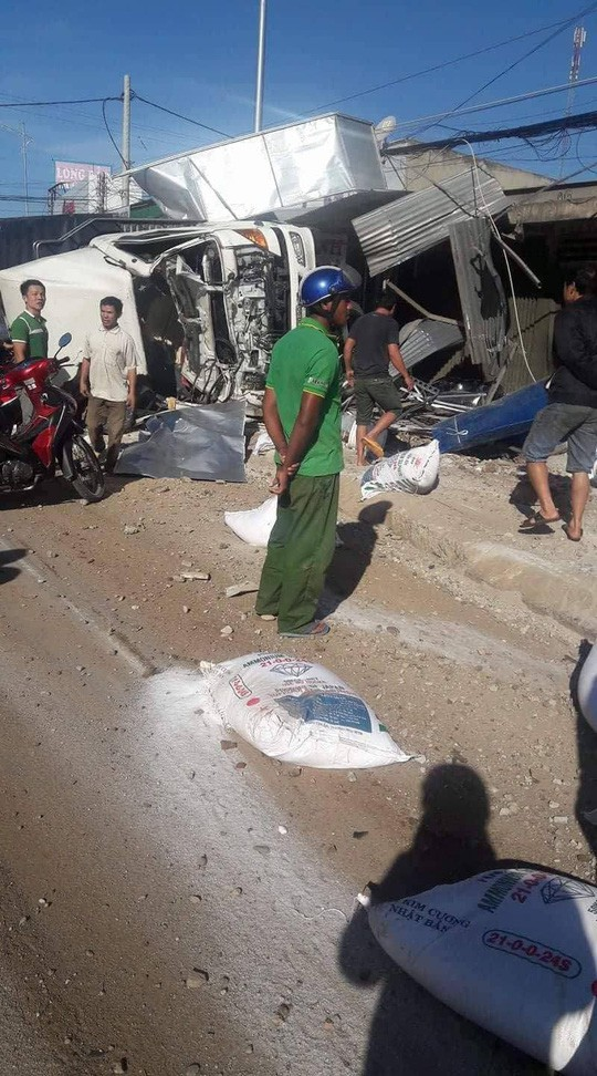 Tai nạn thảm khốc ở Lâm Đồng, nhiều người thương vong - Ảnh 1.