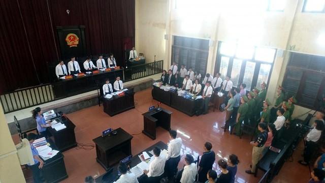 Xét xử sơ thẩm vụ chạy thận khiến 8 người tử vong ở Hòa Bình - Ảnh 1.