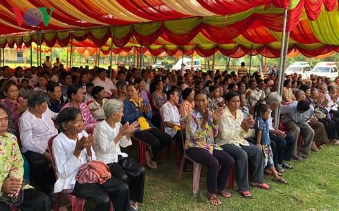 Bác sĩ Việt kiều khám và phát thuốc miễn phí cho người nghèo Campuchia - Ảnh 2.