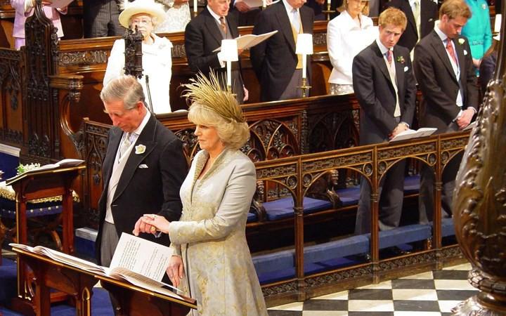Những đám cưới đẹp như cổ tích trong lịch sử 100 năm hoàng gia Anh - Ảnh 24.