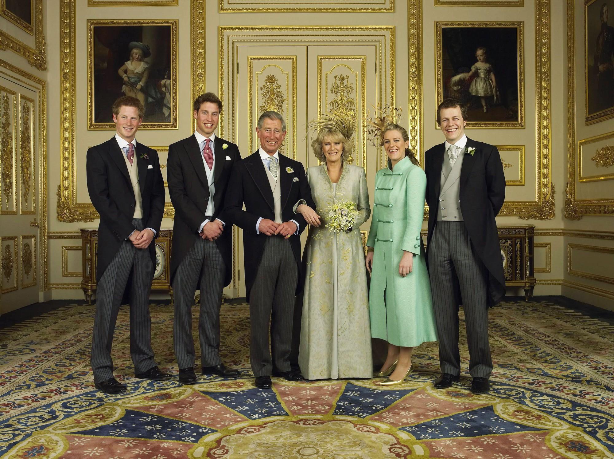 Những đám cưới đẹp như cổ tích trong lịch sử 100 năm hoàng gia Anh - Ảnh 26.