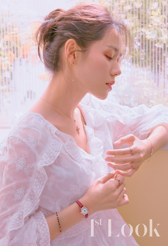 Chị đẹp Son Ye Jin đẹp khó cưỡng trong bộ ảnh mới - Ảnh 2.
