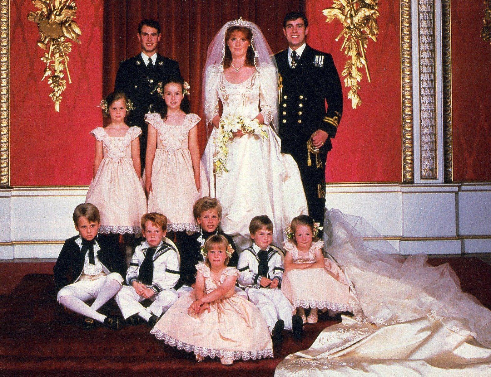 Những đám cưới đẹp như cổ tích trong lịch sử 100 năm hoàng gia Anh - Ảnh 20.