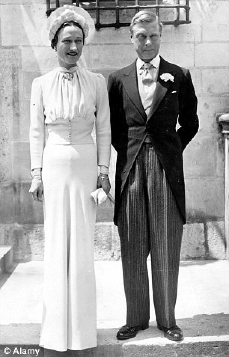 Những đám cưới đẹp như cổ tích trong lịch sử 100 năm hoàng gia Anh - Ảnh 3.