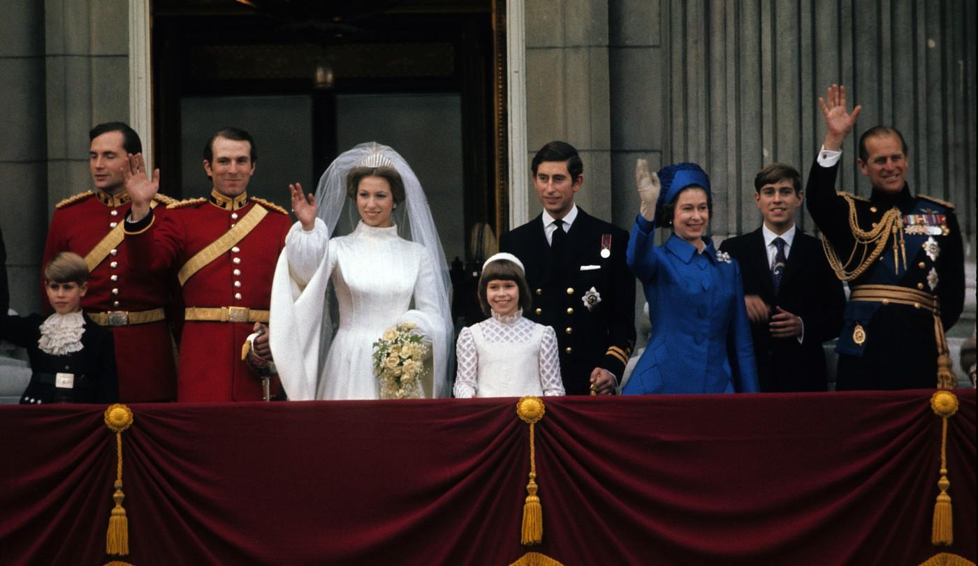 Những đám cưới đẹp như cổ tích trong lịch sử 100 năm hoàng gia Anh - Ảnh 11.