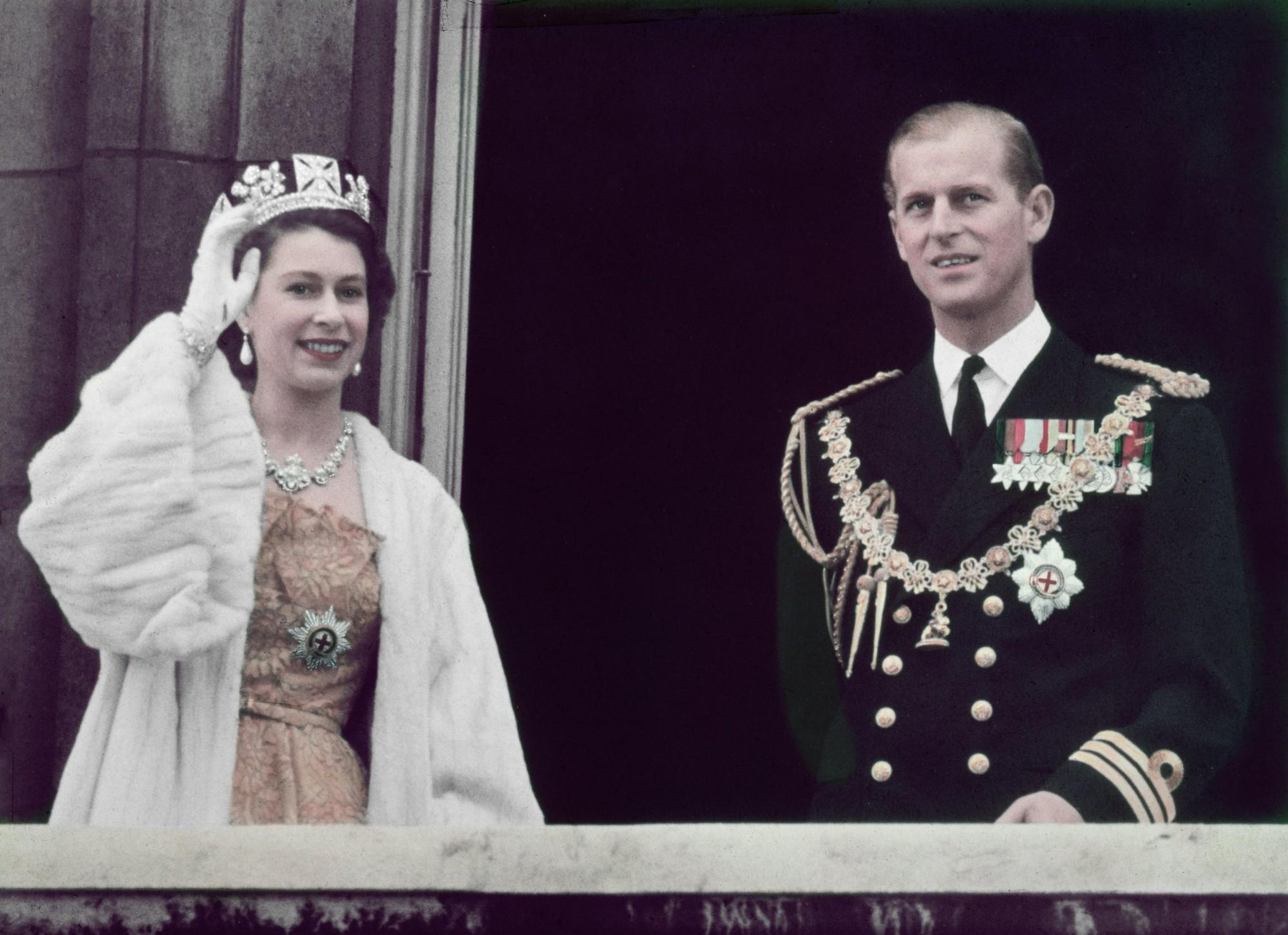 Những đám cưới đẹp như cổ tích trong lịch sử 100 năm hoàng gia Anh - Ảnh 7.