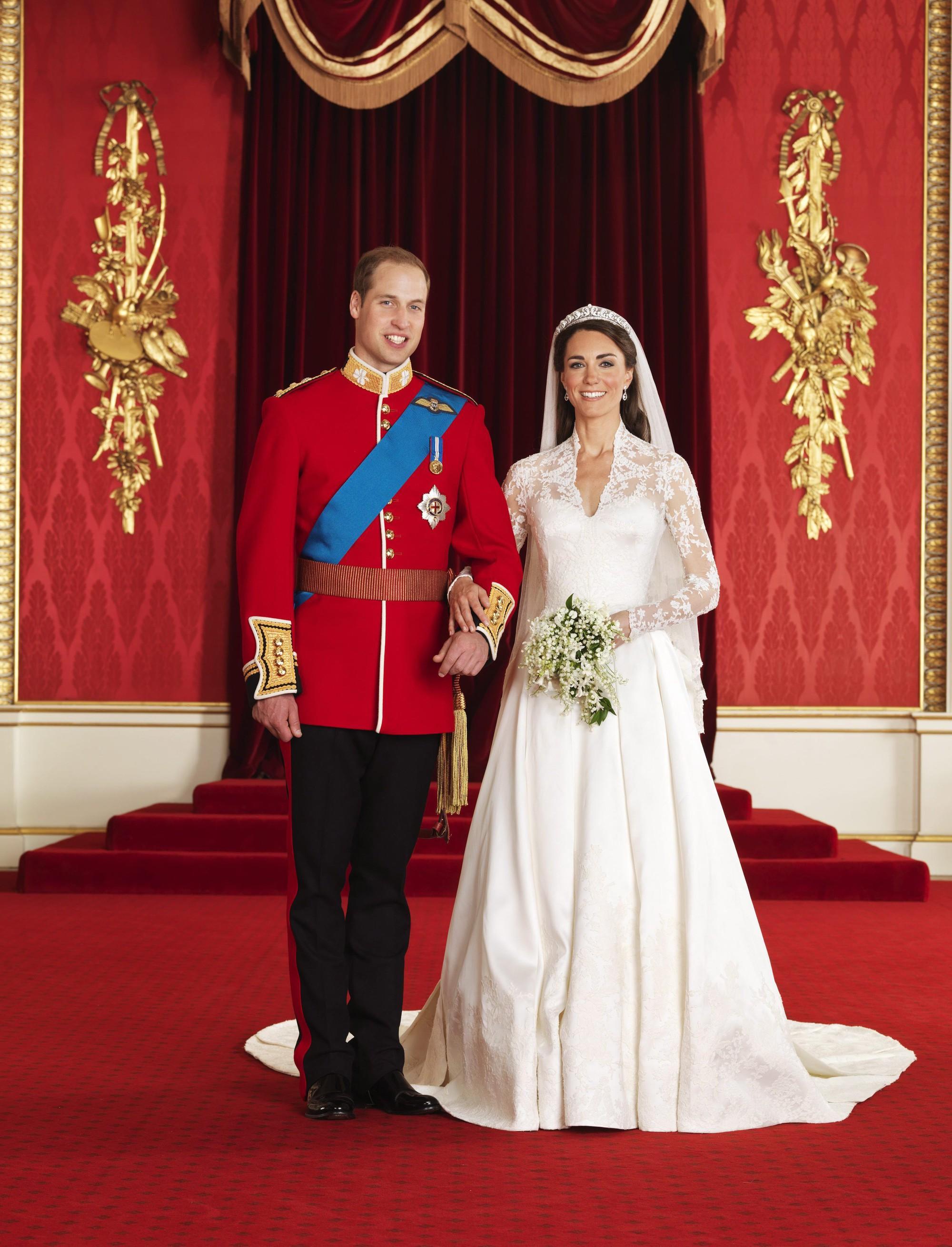 Những đám cưới đẹp như cổ tích trong lịch sử 100 năm hoàng gia Anh - Ảnh 29.