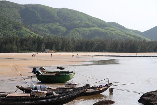Mê mẩn nét đẹp hoang sơ biển Lộc Bình - Ảnh 1.