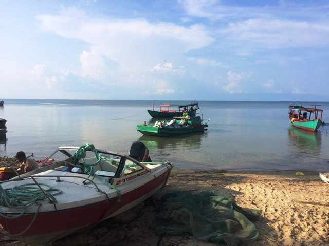 """Những bãi biển ở đảo ngọc Phú Quốc """"hút"""" khách dịp hè - Ảnh 1."""