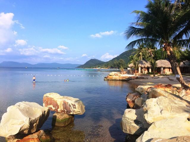 """Những bãi biển ở đảo ngọc Phú Quốc """"hút"""" khách dịp hè - Ảnh 2."""