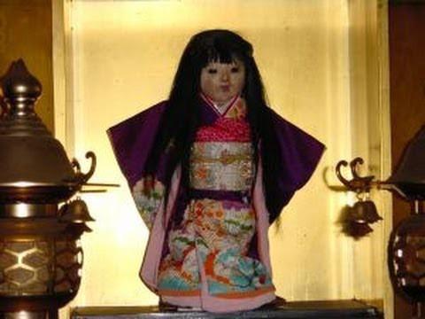 Ngôi đền cổ hút khách nhờ lời đồn bí ẩn về câu chuyện búp bê tóc tự mọc dài - ảnh 1
