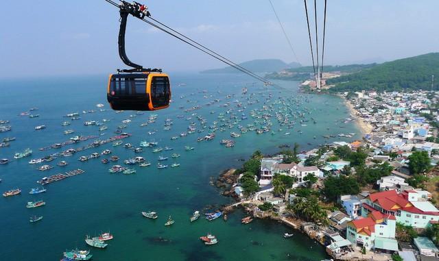 """Những bãi biển ở đảo ngọc Phú Quốc """"hút"""" khách dịp hè - Ảnh 11."""