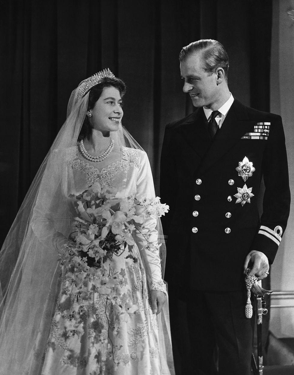 Những đám cưới đẹp như cổ tích trong lịch sử 100 năm hoàng gia Anh - Ảnh 9.