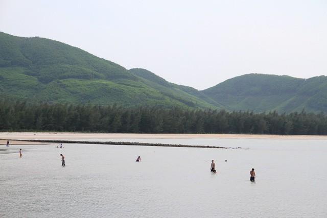 Mê mẩn nét đẹp hoang sơ biển Lộc Bình - Ảnh 12.