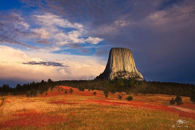 Bí ẩn tháp Quỷ vẫn tồn tại giữa thời hiện đại - Ảnh 3.
