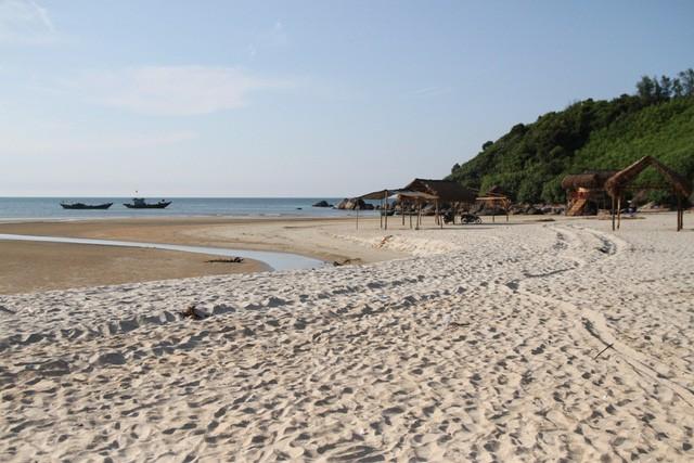 Mê mẩn nét đẹp hoang sơ biển Lộc Bình - Ảnh 3.
