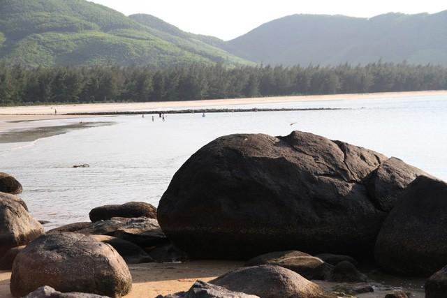 Mê mẩn nét đẹp hoang sơ biển Lộc Bình - ảnh 4