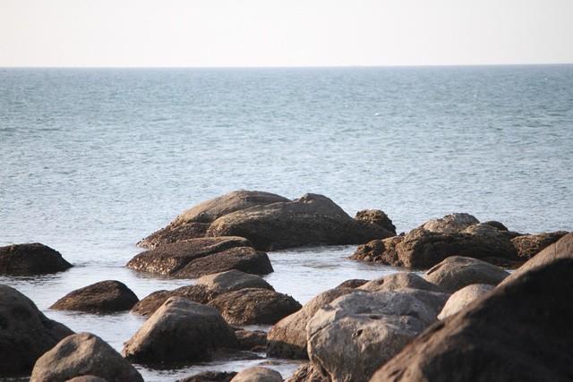 Mê mẩn nét đẹp hoang sơ biển Lộc Bình - Ảnh 5.
