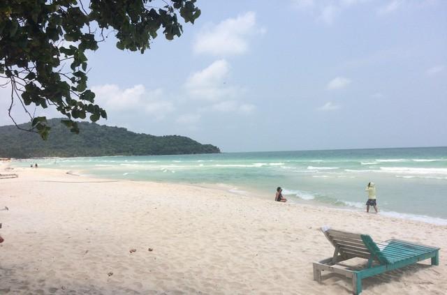 """Những bãi biển ở đảo ngọc Phú Quốc """"hút"""" khách dịp hè - Ảnh 6."""