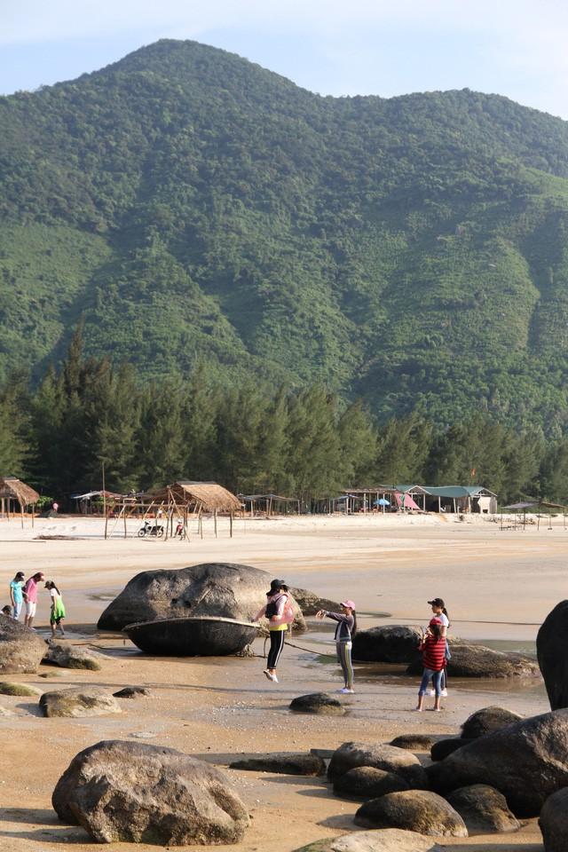 Mê mẩn nét đẹp hoang sơ biển Lộc Bình - Ảnh 6.