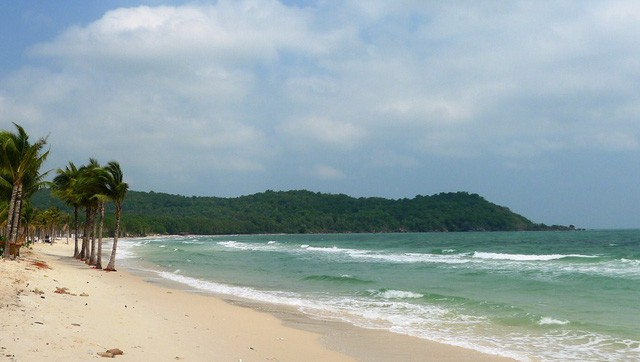 """Những bãi biển ở đảo ngọc Phú Quốc """"hút"""" khách dịp hè - Ảnh 9."""