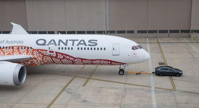 Kéo băng băng máy bay Boeing 787, Tesla Model X lập kỷ lục thế giới - Ảnh 1.