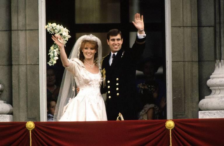 Những đám cưới đẹp như cổ tích trong lịch sử 100 năm hoàng gia Anh - Ảnh 18.