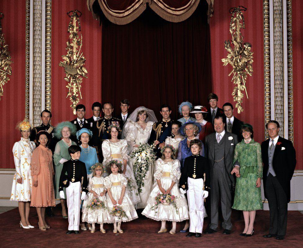 Những đám cưới đẹp như cổ tích trong lịch sử 100 năm hoàng gia Anh - Ảnh 16.