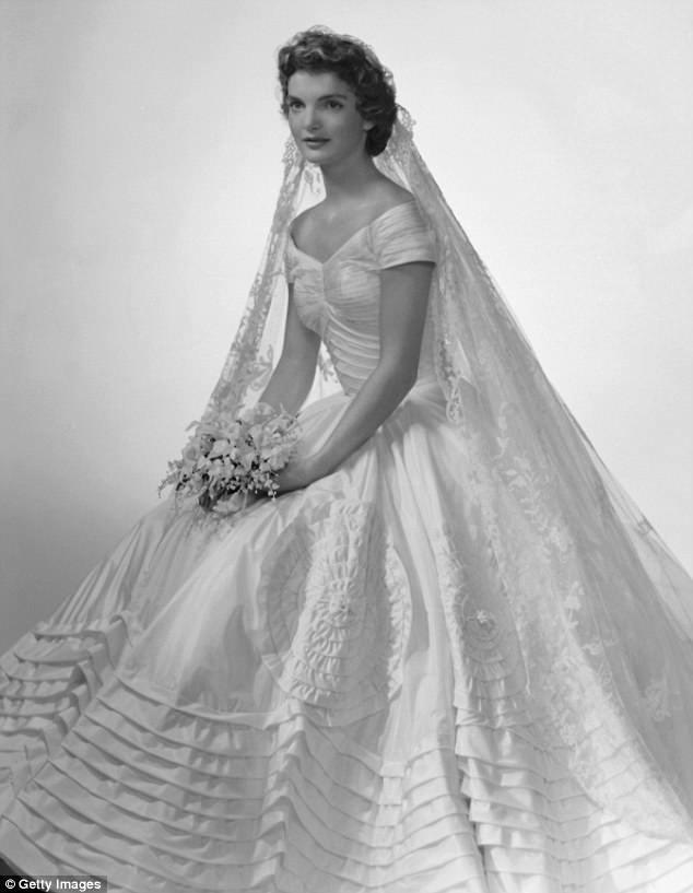 """10 thiết kế váy cưới tuyệt đẹp """"ám ảnh"""" mọi cô dâu - Ảnh 3."""