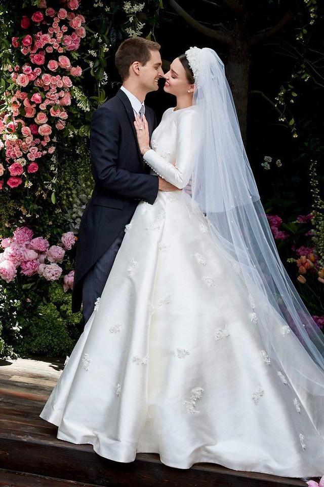 """10 thiết kế váy cưới tuyệt đẹp """"ám ảnh"""" mọi cô dâu - Ảnh 5."""