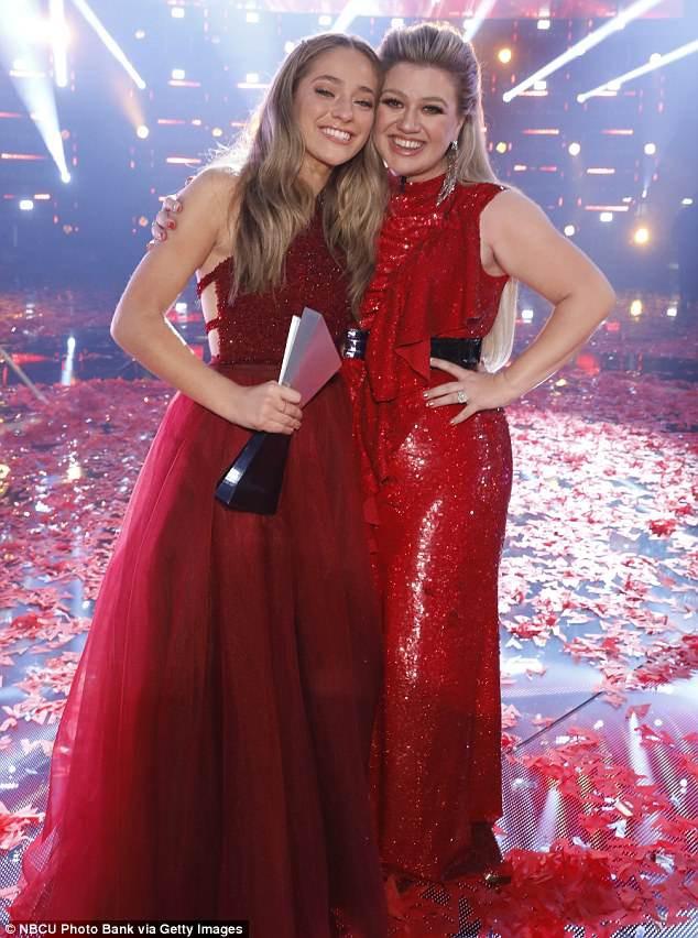 Học trò 15 tuổi của Kelly Clarkson đăng quang quán quân The Voice Mỹ mùa 14 - Ảnh 2.