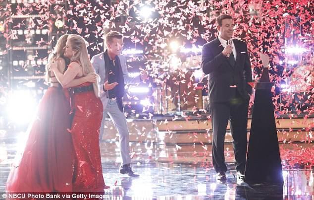 Học trò 15 tuổi của Kelly Clarkson đăng quang quán quân The Voice Mỹ mùa 14 - Ảnh 1.