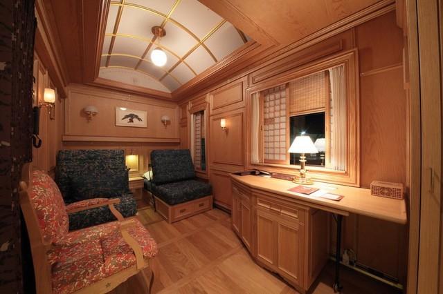 Trải nghiệm trên chuyến tàu sang chảnh nhất thế giới với giá 60 triệu đồng một đêm - Ảnh 2.